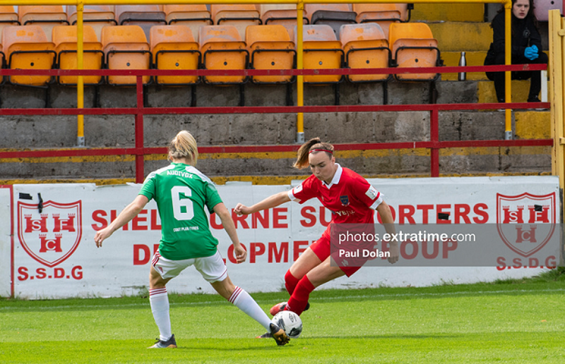 Rebecca Cooke of Shels takes on Eabha O'Mahony of Cork City at Tolka Park on 8 August 2021.